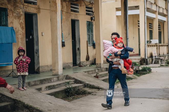 Chuyện buồn phía sau ngôi trường trên mây đẹp nhất Việt Nam: Đi bộ hàng cây số đến trường, con cái học quá giỏi lại trở thành gánh nặng cho cha mẹ - Ảnh 10.