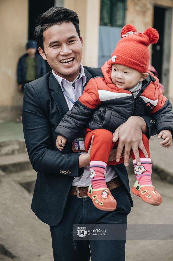 Chuyện buồn phía sau ngôi trường trên mây đẹp nhất Việt Nam: Đi bộ hàng cây số đến trường, con cái học quá giỏi lại trở thành gánh nặng cho cha mẹ - Ảnh 11.