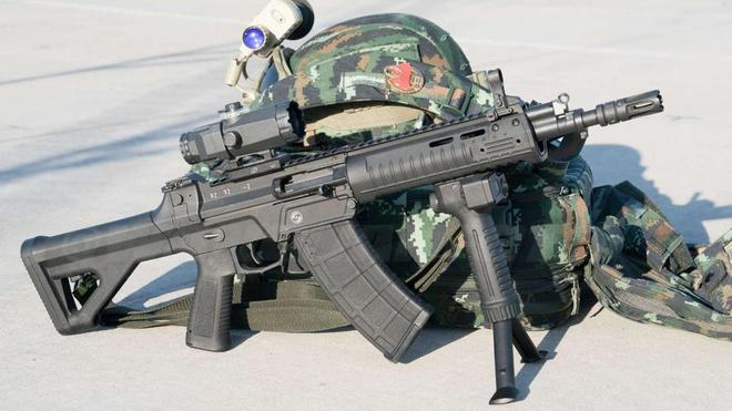 Súng trường tấn công mới của Trung Quốc: Biến thể súng AK từng là hòn đá lót đường? - Ảnh 15.