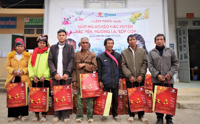 1.500 suất quà Tết tỏa hương thơm thảo cùng hoa đào, hoa mận tại 6 xã đặc biệt khó khăn của Sơn La - Ảnh 1.