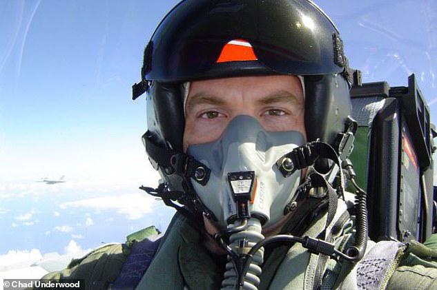 Lầu Năm Góc xác nhận video quay UFO là thật, phi công mô tả vật thể bay chống lại mọi định luật vật lý - Ảnh 2.
