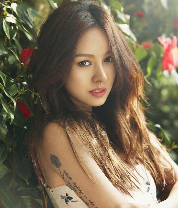 Ở ẩn bao lâu lại còn sống giản dị, nữ hoàng sexy Lee Hyori vẫn tậu nhà trăm tỷ liền tay: Độ hoành tráng như thế nào? - Ảnh 1.
