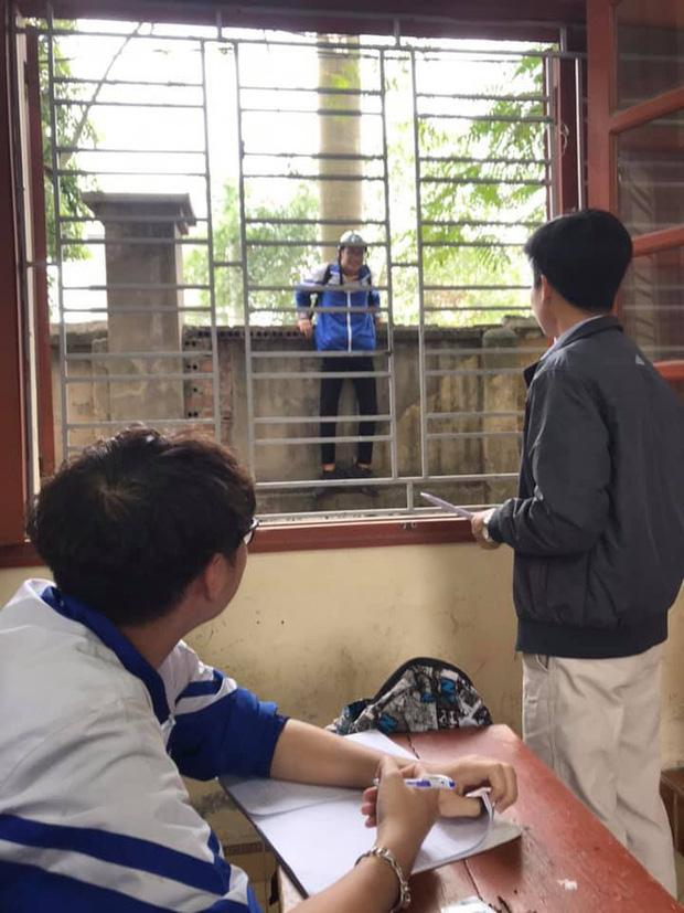 """Pha xử lý """"dại dột"""" nhất ngày cận Tết: Nam sinh đi muộn phải trèo tường vào trường nhưng nhầm chỗ khiến ai nấy vừa buồn cười vừa thương - Ảnh 1."""