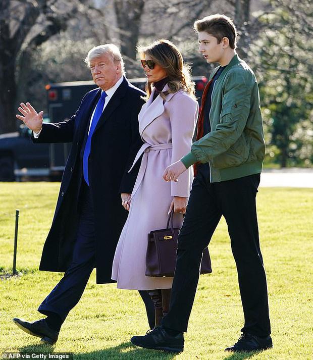 Quý tử nhà Trump lại gây xôn xao dư luận với vẻ đẹp hoàn hảo, tỏa sáng trong lần xuất hiện mới nhất - Ảnh 1.
