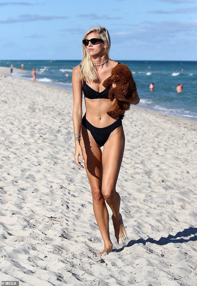Chiêm ngưỡng vóc dáng đẹp từng cm của siêu mẫu Devon Windsor với bikini - Ảnh 3.