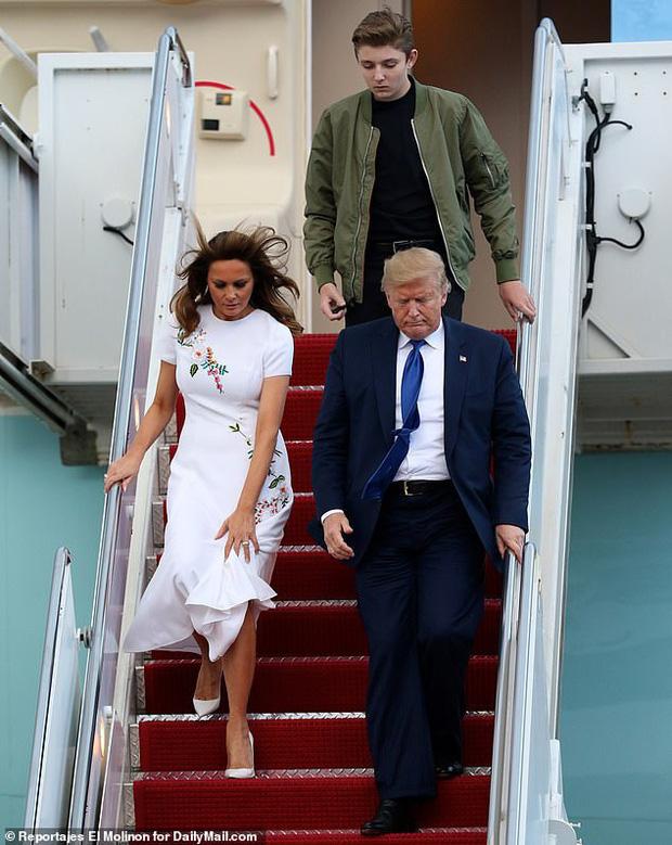 Quý tử nhà Trump lại gây xôn xao dư luận với vẻ đẹp hoàn hảo, tỏa sáng trong lần xuất hiện mới nhất - Ảnh 3.