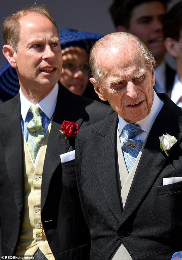 Căn bệnh hói đầu không chừa một ai trong Hoàng gia, Hoàng tế Phillip và Hoàng tử Andrew cũng phải chịu chung số phận.