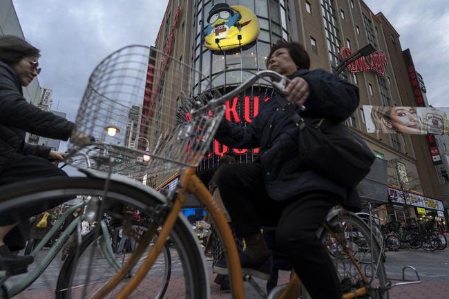 Nhật Bản là đất nước phát triển bậc nhất nhưng phụ nữ nước này đang phải đối mặt với viễn cảnh nghèo khó sau khi sinh con và nghỉ hưu - ảnh 7