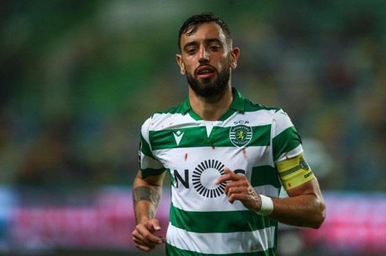 Young đã rời Man.United, nhưng Fernandes có thể không đến - Ảnh 1.