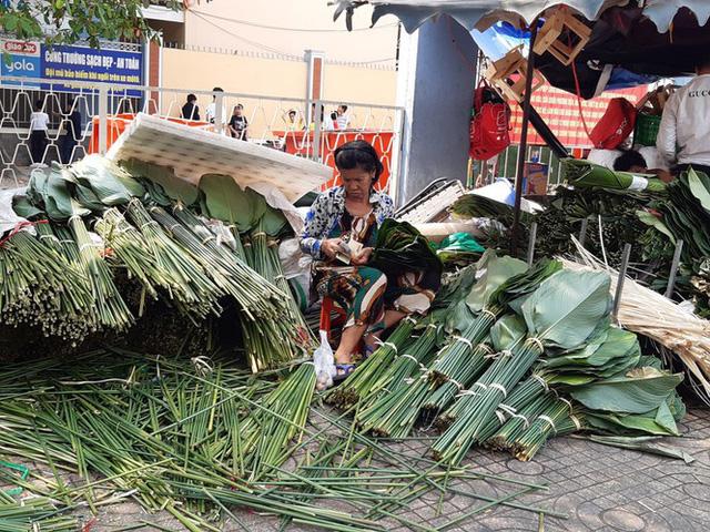 Chợ lá dong nửa thế kỷ ở Sài Gòn ế ẩm do heo tăng giá - Ảnh 1.