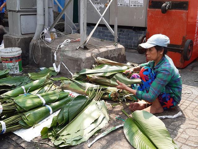 Chợ lá dong nửa thế kỷ ở Sài Gòn ế ẩm do heo tăng giá - Ảnh 2.