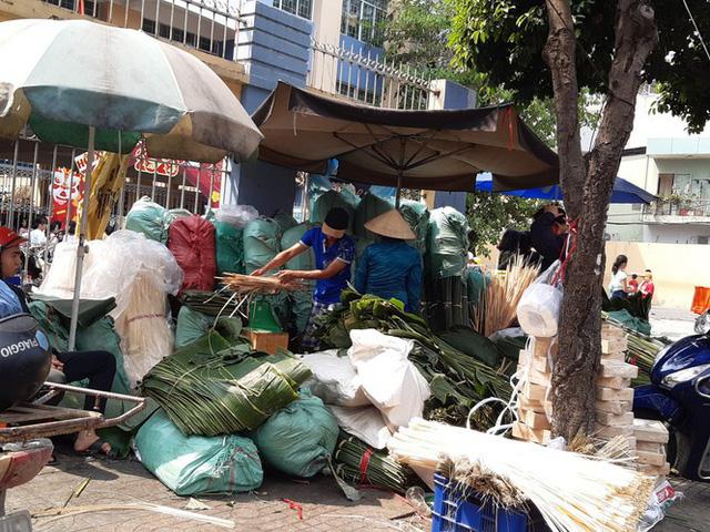 Chợ lá dong nửa thế kỷ ở Sài Gòn ế ẩm do heo tăng giá - Ảnh 14.