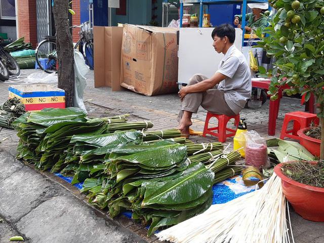 Chợ lá dong nửa thế kỷ ở Sài Gòn ế ẩm do heo tăng giá - Ảnh 3.