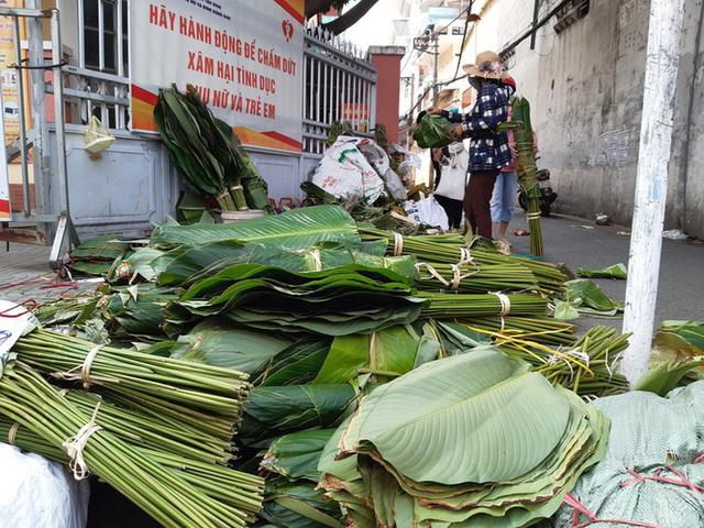 Chợ lá dong nửa thế kỷ ở Sài Gòn ế ẩm do heo tăng giá - Ảnh 4.