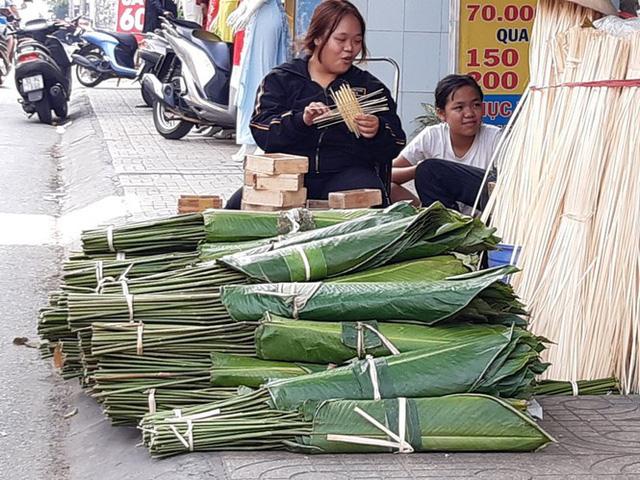 Chợ lá dong nửa thế kỷ ở Sài Gòn ế ẩm do heo tăng giá - Ảnh 6.