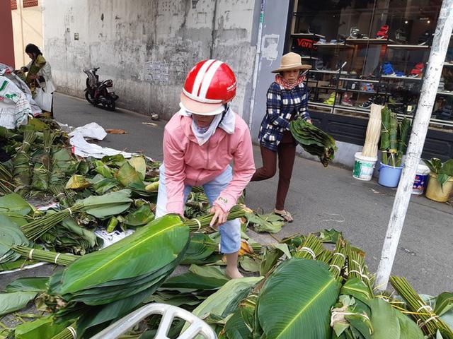 Chợ lá dong nửa thế kỷ ở Sài Gòn ế ẩm do heo tăng giá - Ảnh 7.