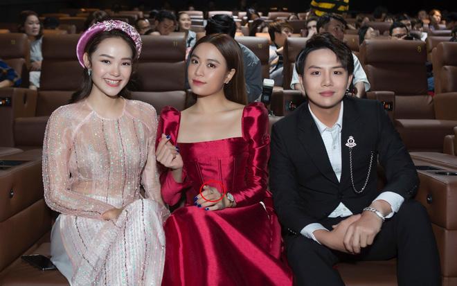 """Gil Lê và Hoàng Thùy Linh giữ khoảng cách khi cùng dự sự kiện nhưng vẫn để lộ """"dấu vết"""" chung - Ảnh 3."""