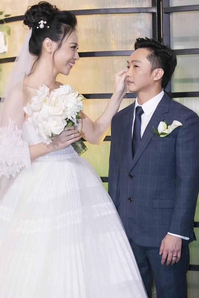 Top 5 đám cưới khủng nhất Vbiz năm 2019: Đông Nhi - Ông Cao Thắng lầy và đắt đỏ nhất, Cường Đô La bê cả dàn siêu xe loá mắt - Ảnh 10.