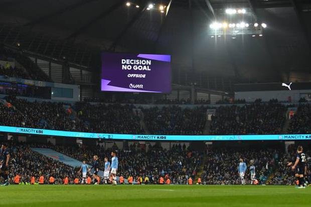 Bất chấp nỗi ám ánh VAR, Man City vẫn hạ gục Everton để tiếp tục nuôi hy vọng bám đuổi Liverpool - Ảnh 2.