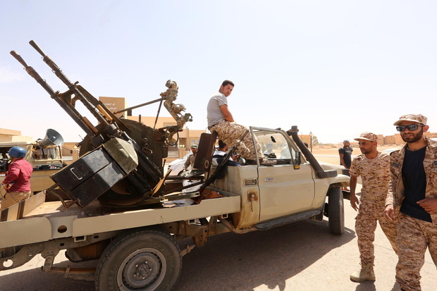 CẬP NHẬT: LHQ họp kín về Syria, Việt Nam chủ trì - Thủ đô Tripoli nguy ngập - Lính Mỹ cố thủ bảo vệ sứ quán - Ảnh 30.