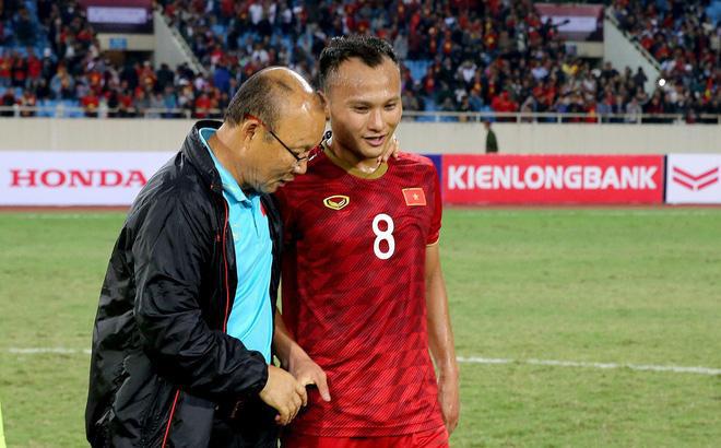 HLV Park Hang-seo bị Kiatisak vượt mặt, Việt Nam góp 3 cầu thủ xuất sắc nhất Đông Nam Á - Ảnh 1.