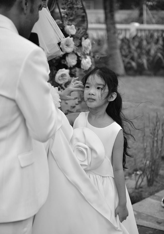 Ông xã đạo diễn cuối cùng đã lên tiếng, gửi lời ngọt ngào đến Xuân Lan sau hôn lễ và lời hứa với bé Thỏ gây chú ý - Ảnh 3.