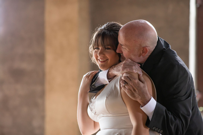 2 chị em bắt tay làm đám cưới giả: Tưởng là sự gian dối nhưng thực chất là hành động hiếu thuận đối với đấng sinh thành - Ảnh 2.