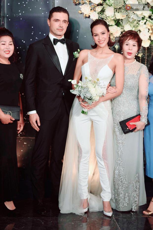 Top 5 đám cưới khủng nhất Vbiz năm 2019: Đông Nhi - Ông Cao Thắng lầy và đắt đỏ nhất, Cường Đô La bê cả dàn siêu xe loá mắt - Ảnh 17.