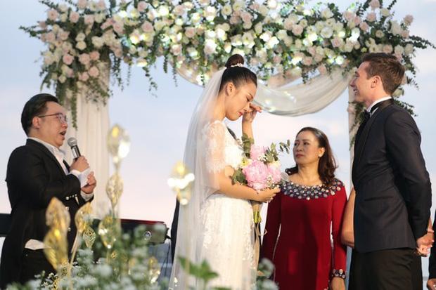 Top 5 đám cưới khủng nhất Vbiz năm 2019: Đông Nhi - Ông Cao Thắng lầy và đắt đỏ nhất, Cường Đô La bê cả dàn siêu xe loá mắt - Ảnh 21.
