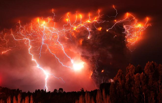 Làm thí nghiệm với 300kg tro bụi 13.000 năm tuổi, các nhà khoa học tìm hiểu lý do tại sao sét núi lửa hình thành - Ảnh 3.