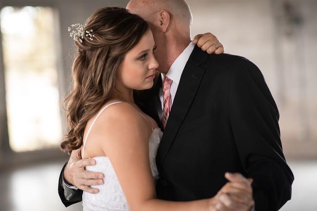 2 chị em bắt tay làm đám cưới giả: Tưởng là sự gian dối nhưng thực chất là hành động hiếu thuận đối với đấng sinh thành - Ảnh 3.