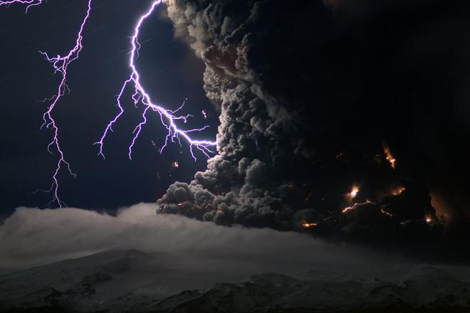 Làm thí nghiệm với 300kg tro bụi 13.000 năm tuổi, các nhà khoa học tìm hiểu lý do tại sao sét núi lửa hình thành - Ảnh 5.