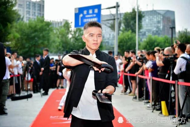 Võ sĩ đá ngất bản sao Lý Tiểu Long thề hạ võ sư Vịnh Xuân trong 10 giây vì lý do hi hữu - Ảnh 4.