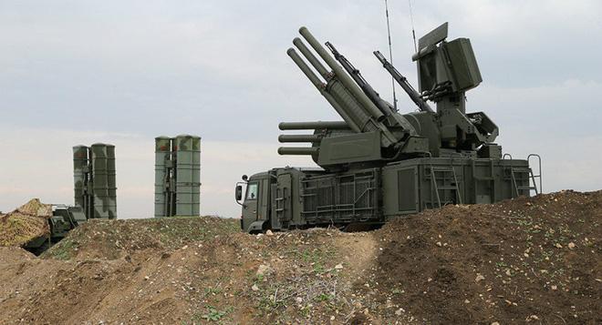 NÓNG: Căn cứ đầu não KQ Nga ở Syria bị tấn công - Ảnh 1.