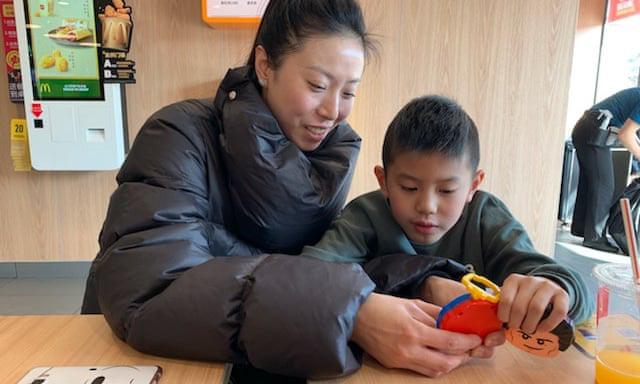 Nỗi sợ hãi sinh con thứ 2 của các bà mẹ ở Trung Quốc và hệ lụy không ngờ của những gia đình chỉ có một con - Ảnh 1.