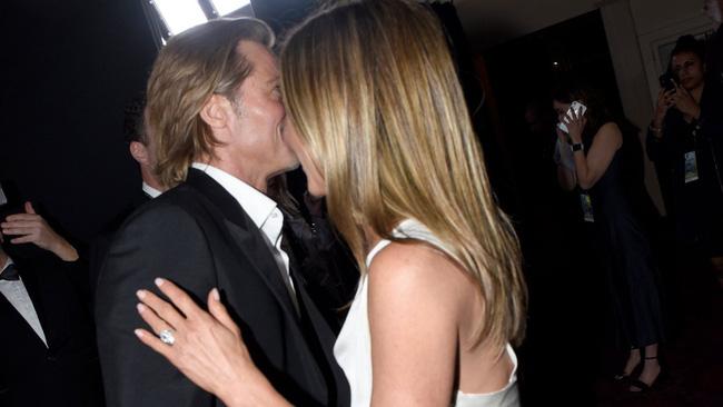 Ghen tức vì Brad Pitt tái hợp Jennifer Aniston, Angelina Jolie chi 1.4 triệu USD để phẫu thuật thẩm mỹ? - Ảnh 2.