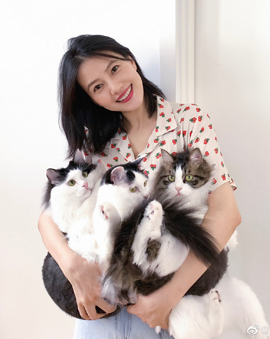 Những mỹ nhân Hoa ngữ vượt cạn thành công trong năm 2019: Người vẫn quyết ở ẩn chăm con, người đã nhanh chóng trở lại showbiz - Ảnh 17.