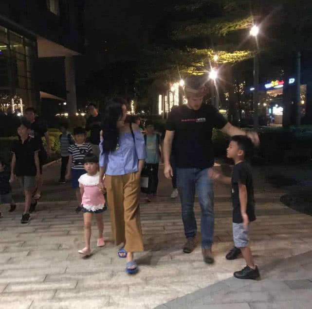 Chỉ với hành động này, Trương Bá Chi đã gián tiếp thừa nhận bé Marcus chính là con lai, netizen gọi tên người bạn trai ngoại quốc? - ảnh 3
