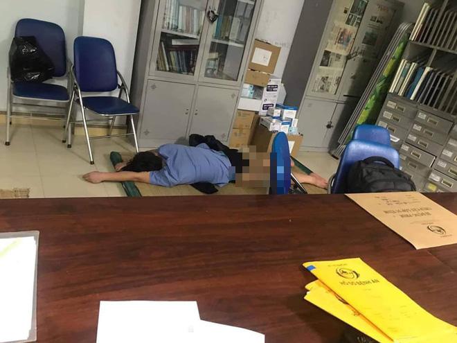 Tạm đình chỉ công tác nam bác sĩ bị tố ôm nữ sinh viên ngủ trong ca trực ở Nghệ An - Ảnh 1.