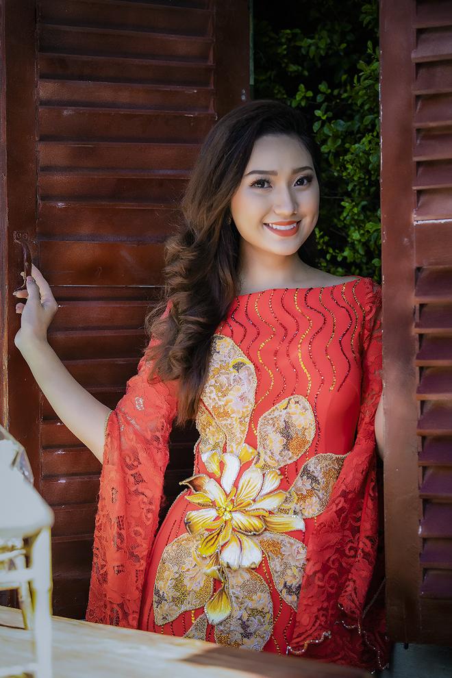 Cao Mỹ Kim xinh đẹp và quyến rũ trong tà áo dài - Ảnh 3.