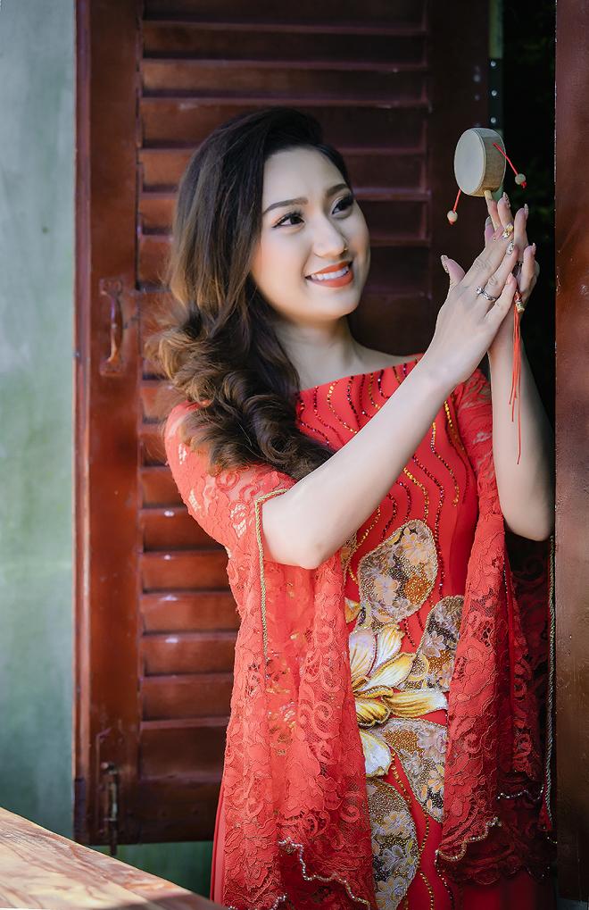 Cao Mỹ Kim xinh đẹp và quyến rũ trong tà áo dài - Ảnh 4.