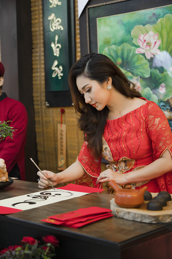 Cao Mỹ Kim xinh đẹp và quyến rũ trong tà áo dài - Ảnh 5.