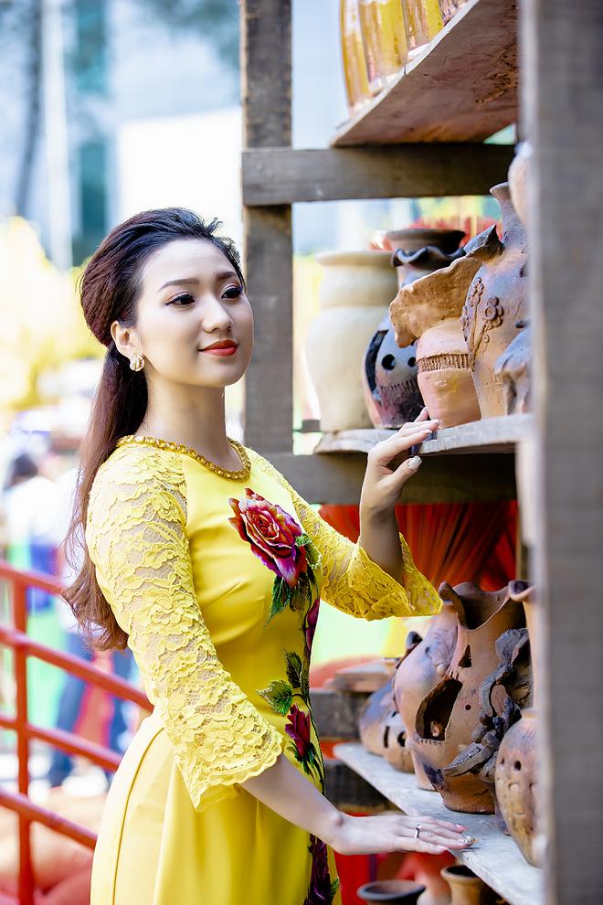 Cao Mỹ Kim xinh đẹp và quyến rũ trong tà áo dài - Ảnh 9.