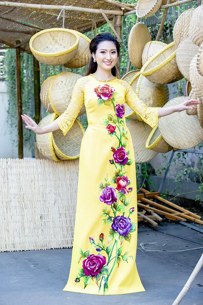 Cao Mỹ Kim xinh đẹp và quyến rũ trong tà áo dài - Ảnh 6.