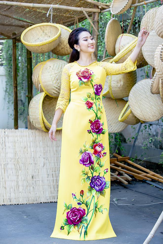 Cao Mỹ Kim xinh đẹp và quyến rũ trong tà áo dài - Ảnh 8.