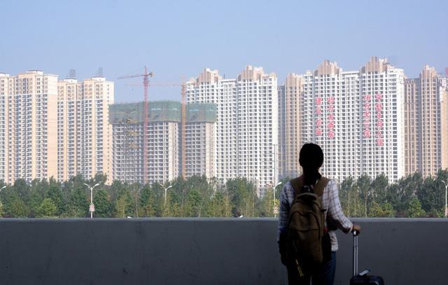 Tầng lớp trung lưu Trung Quốc đứng ngồi không yên vì kinh tế giảm tốc: Bất động sản mất giá, không có tiền cho nhu cầu giải trí sang chảnh và giáo dục chất lượng cao - Ảnh 1.