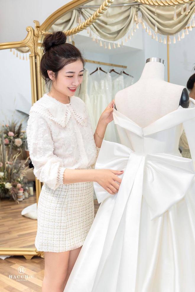 Văn Đức đưa Nhật Linh đi thử váy cưới, nhan sắc cô dâu không cần bàn cãi nhưng sao nhìn vòng eo trông cứ sai sai - Ảnh 5.