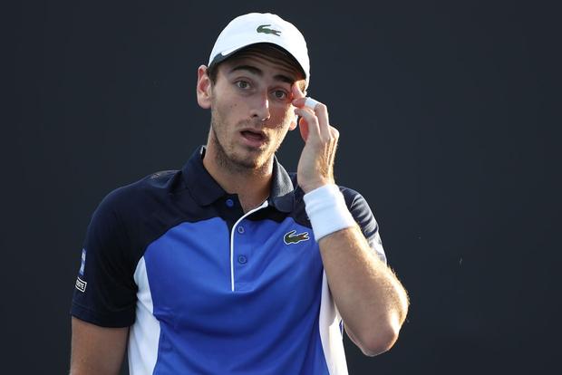 Tay vợt dự Australian Open bị cả thế giới ném đá vì yêu cầu bé gái bóc chuối - Ảnh 1.