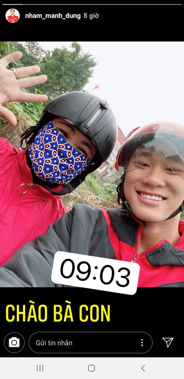 Phan Văn Đức về nhà vợ phụ gói bánh chưng, Hà Đức Chinh giữ dáng đón Tết 2020 - Ảnh 7.