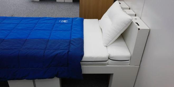 Nhật Bản trang bị giường bằng bìa cứng tại làng Olympic, vô cùng chắc chắn, chịu lực tải gần 200kg - Ảnh 2.